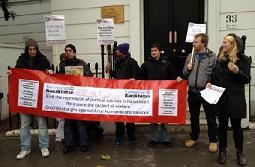 Pikieta solidarnościowa pod ambasadą w Londynie