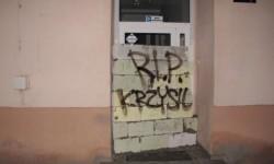zamurowane wejście do siedziby spółki Wrocławskie Mieszkania